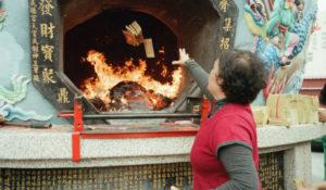 Quema de dinero, tradición del festival de Qing Ming