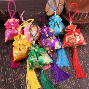 Amuletos que se le dan a los niños en el festival del barco dragón