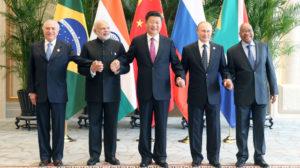 Xi Jinping con otros miembros de los BRICS