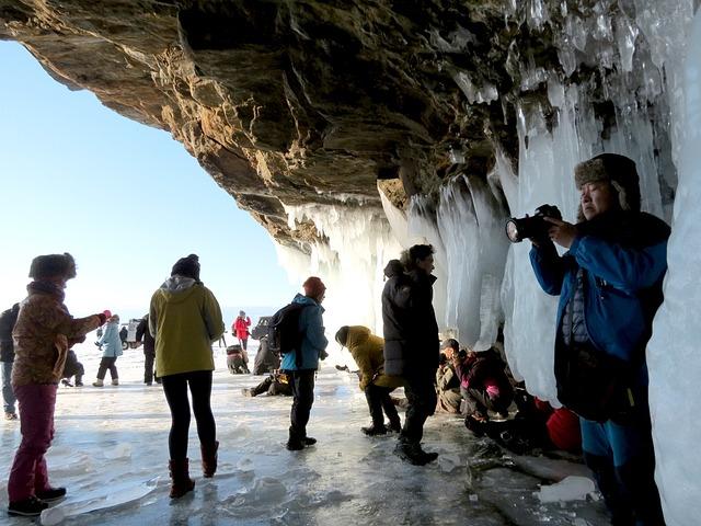 El consumo chino en el extranjero aumentará. Turistas chinos en el lago Baikal.