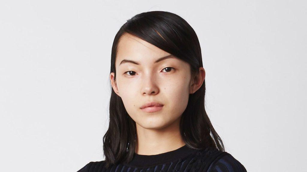 """Ojos pequeños y separados, pómulos demarcados, labios gruesos y quijada cuadrada definen el estereotipo de una """"cara de alto nivel"""". Modelo: Ju Xiaowen"""