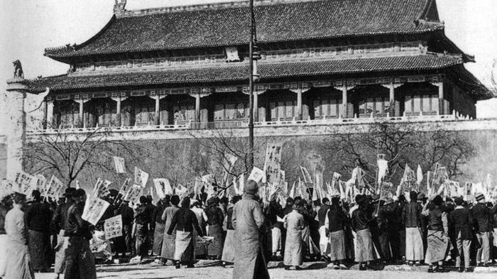 Movimiento del 4 de mayo frente a la plaza de Tiananmen