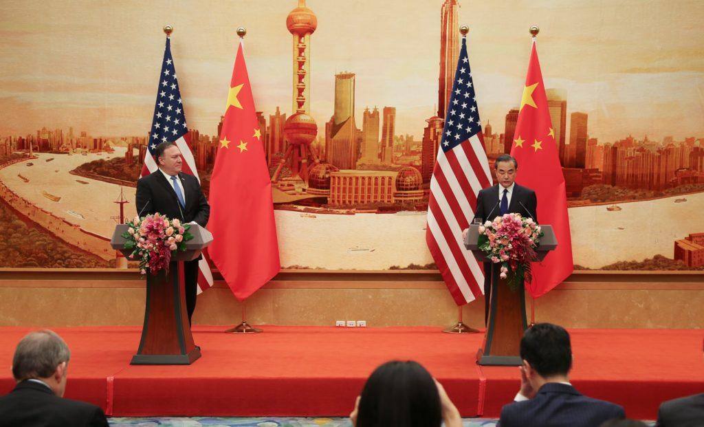El Secretario de Estado durante su visita con el Ministro de Relaciones Exteriores, Wang Yi en Beijing